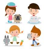 Enfants et animaux familiers, enfants près de leurs enfants d'animaux familiers et animaux familiers, enfants avec leurs animaux  Photographie stock libre de droits