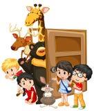 Enfants et animaux sauvages derrière la porte Image stock