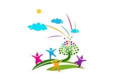 Enfants et arbre rêveur Photos libres de droits