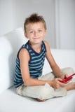 Enfants et jeux vidéo images libres de droits