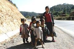 Enfants et mère du Laos Image libre de droits