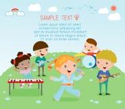 Enfants et musique, illustration de vecteur quatre de la fille dans une bande de musique, enfants jouant les instruments de musiq Images libres de droits