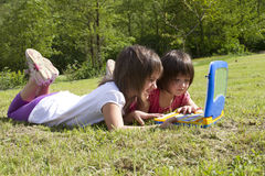 Enfants et ordinateur Photo libre de droits