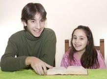 Enfants et parler d'adolescent Image libre de droits