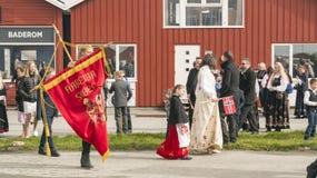 Enfants et personnes de la jeunesse dans des costumes régionaux colorés Photos stock