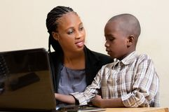 Enfants et technologie de l'information Photos stock