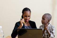 Enfants et technologie de l'information photos libres de droits