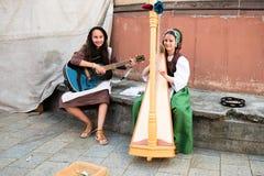 Enfants exécutant la musique au festival historique Image libre de droits