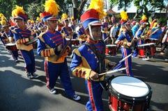 Enfants exécutant le drumband photo libre de droits