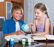 enfants faisant le travail Images libres de droits