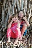 Enfants faisant les visages drôles Photo stock