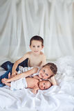 Enfants gais à la maison Photographie stock libre de droits