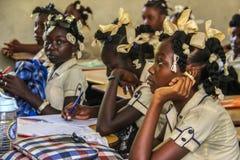 Enfants haïtiens ruraux d'école secondaire Image libre de droits