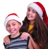 Enfants heureux avec des chapeaux de rouge de Santa Claus Images stock