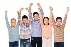 Enfants heureux célébrant la victoire Photos libres de droits