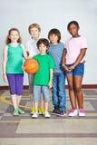 Enfants heureux dans élémentaire Image stock