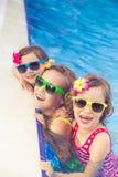 Enfants heureux dans la piscine Photo libre de droits