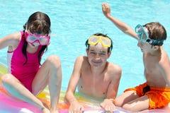 Enfants heureux dans le regroupement Image stock