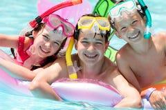 Enfants heureux dans le regroupement image libre de droits