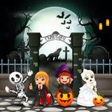 Enfants heureux de bande dessinée avec le costume de Halloween illustration de vecteur