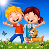 Enfants heureux de bande dessinée sur le fond d'été photographie stock libre de droits