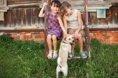 Enfants heureux dehors Photos libres de droits