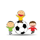 Enfants heureux et football Photo libre de droits