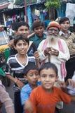 Enfants heureux et un vieil homme Photo libre de droits