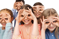 Enfants heureux faisant des visages et ayant l'amusement Images stock