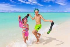 Enfants heureux sur la plage Photos libres de droits