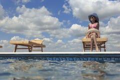Enfants heureux sur la plage pendant l'été Image stock