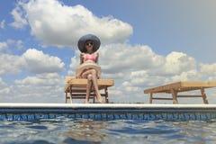 Enfants heureux sur la plage pendant l'été Photo stock