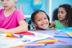 Enfants heureux toutes les photos de dessin Photos stock