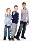 Enfants heureux travaillant en équipe Images stock