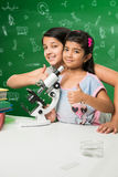 Enfants indiens et science Photographie stock libre de droits