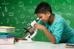 Enfants indiens et science Image stock
