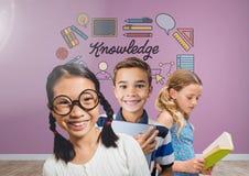 Enfants intelligents avec le fond vide de pièce avec des graphiques de la connaissance illustration libre de droits