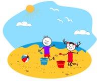 Enfants jouant au bord de la mer Photo stock