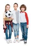 Enfants jouant au football Image libre de droits
