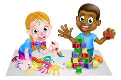 Enfants jouant avec des blocs et la peinture Images libres de droits