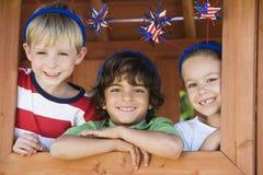 Enfants jouant dans la Chambre de jeu Photographie stock