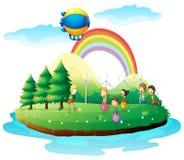 Enfants jouant dans la terre Photos libres de droits