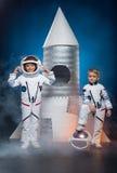Enfants jouant des astronautes Photo libre de droits