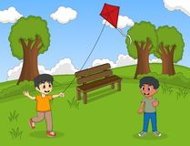 Enfants jouant des cerfs-volants à la bande dessinée de parc Photo stock