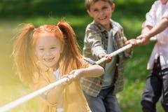 Enfants jouant le conflit Photographie stock