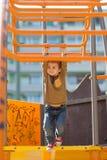 Enfants, jouant sur le terrain de jeu Photographie stock libre de droits