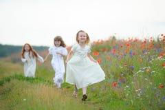 Enfants jouants et courants Divertissement du ` s d'enfants dans le Na Photo stock
