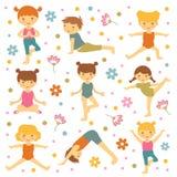 Enfants mignons de yoga Photographie stock libre de droits