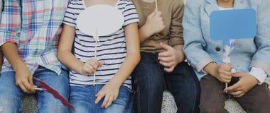 Enfants mignons gais Joy Concept d'amis d'enfants occasionnels Image stock