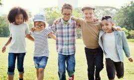 Enfants mignons gais Joy Concept d'amis d'enfants occasionnels Photo libre de droits